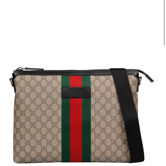 c92d484e6899 Gucci GG Supreme Medium Crossbody Bag
